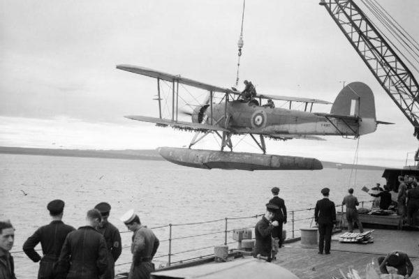 A_Fairey_Swordfish_being_hoisted_aboard_HMS_MALAYA__October_1941._A5694-internet