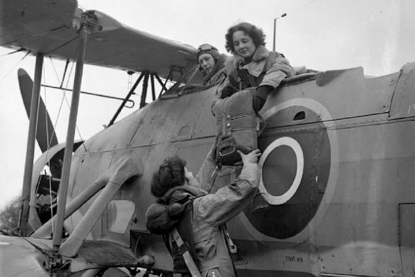 sfish-LADIES-aircrew-preparing-for-flight-innet
